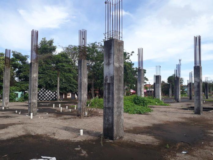 Pilares da obra da maternidade da Cidade Operária