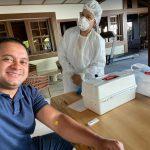Enquanto população sofre para fazer testes em UPAs, Weverton Rocha faz vários testes no sofá da sua casa