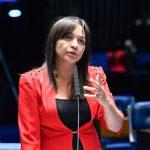 """""""Que ele aproveite esse momento para refletir"""", diz Eliziane Gama sobre teste positivo de Bolsonaro"""