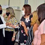 Vice-prefeita e secretária Municipal de Educação, Esmênia Miranda, se reúne com servidores da Semed