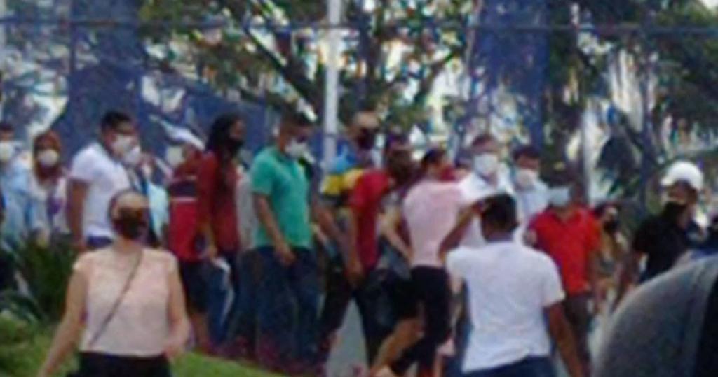 Ev_IONeXYAMJM41 No Maranhão, Flávio Dino ignora à pandemia ao participar de inauguração de praça em meio a um decreto de medidas restritivas