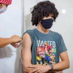 Vacinação de adolescentes vai parar no STF