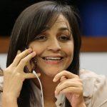 Senadora Eliziane Gama é empurrada durante aglomeração em agenda política no MA; veja o vídeo